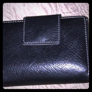 Navy Kate Spade wallet. Excellent condition